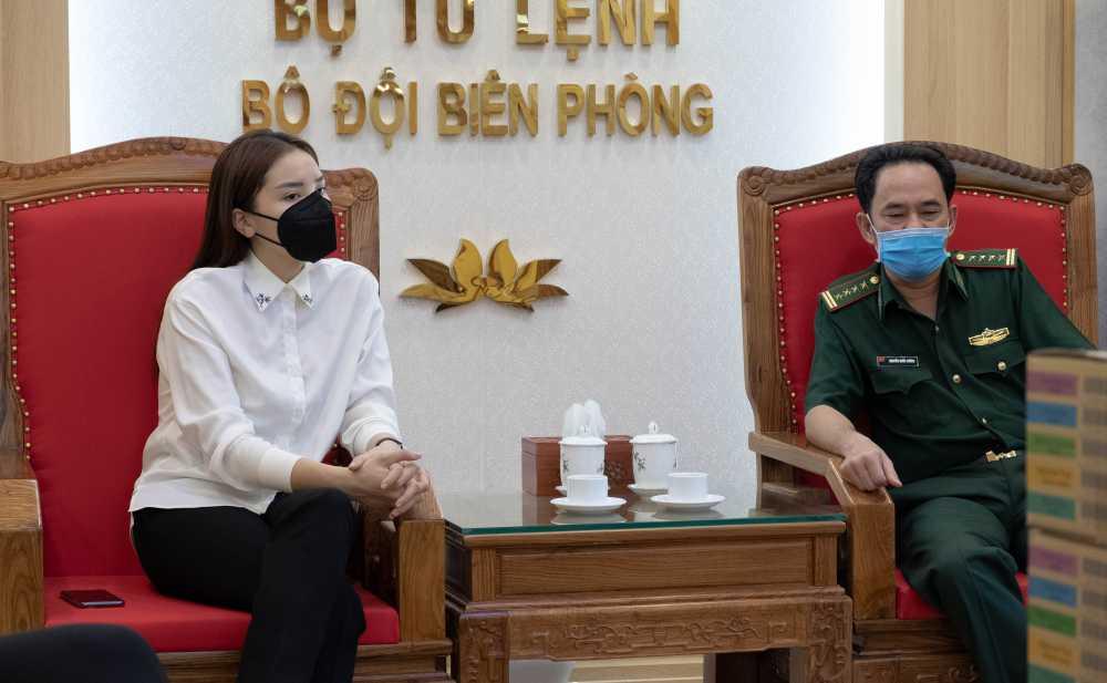 Sau hàng loạt sao Việt, Hoa hậu Kỳ Duyên cũng đã có hành động ý nghĩa này gửi tới các chiến sĩ biên phòng giữa mùa dịch-6