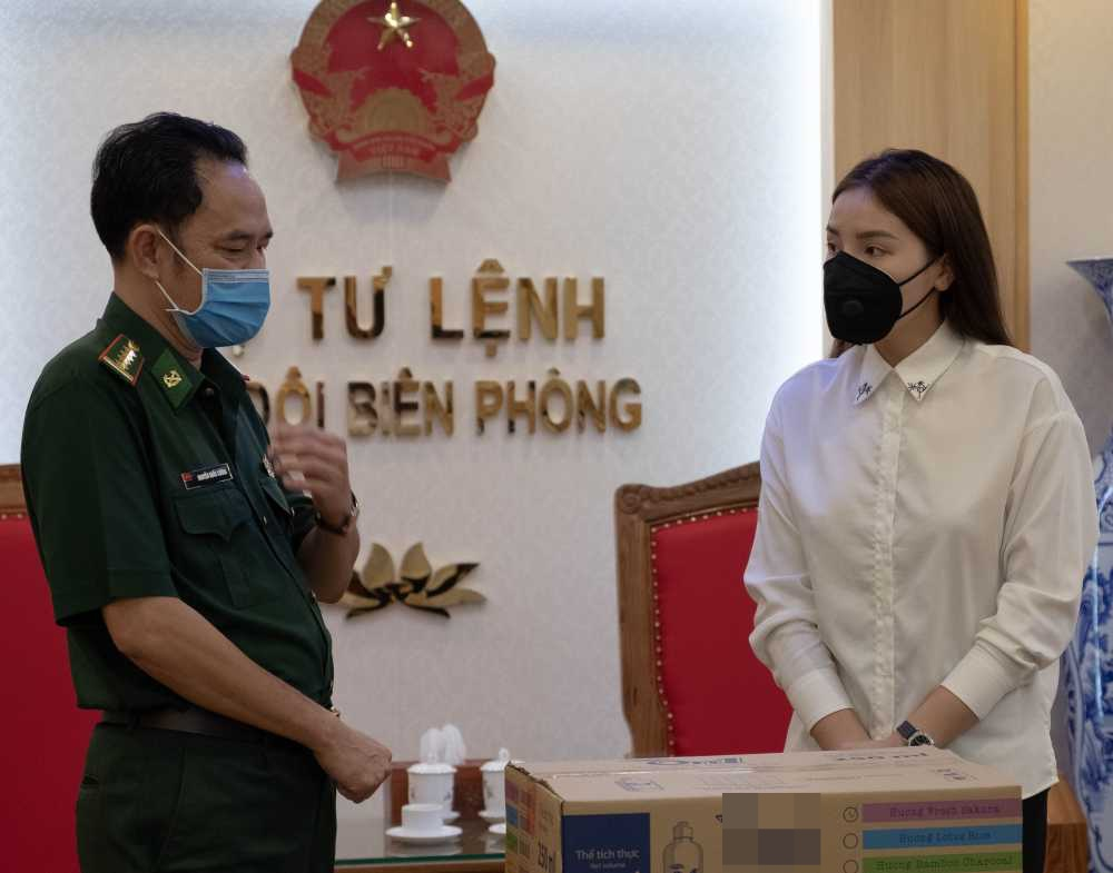 Sau hàng loạt sao Việt, Hoa hậu Kỳ Duyên cũng đã có hành động ý nghĩa này gửi tới các chiến sĩ biên phòng giữa mùa dịch-8
