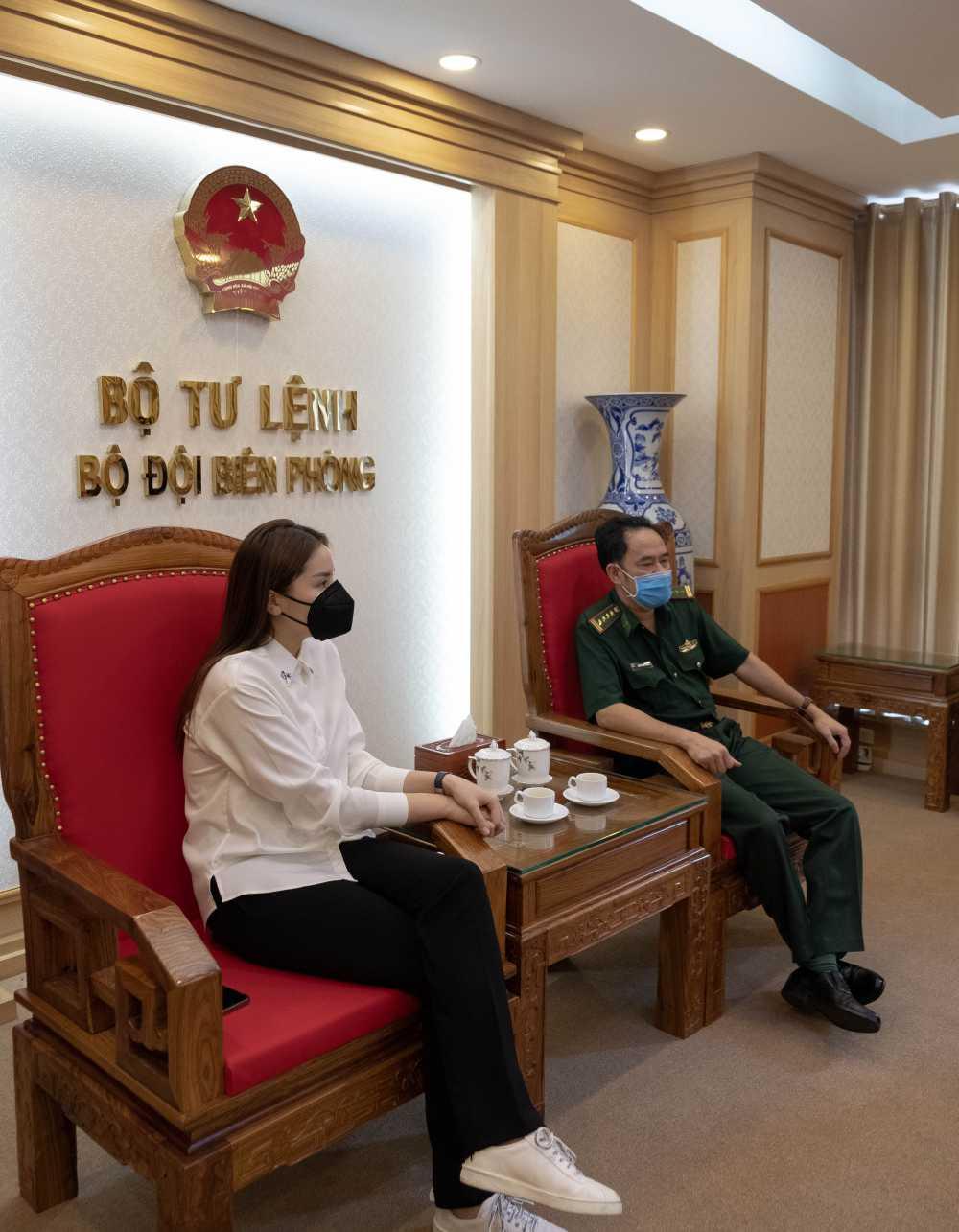 Sau hàng loạt sao Việt, Hoa hậu Kỳ Duyên cũng đã có hành động ý nghĩa này gửi tới các chiến sĩ biên phòng giữa mùa dịch-7