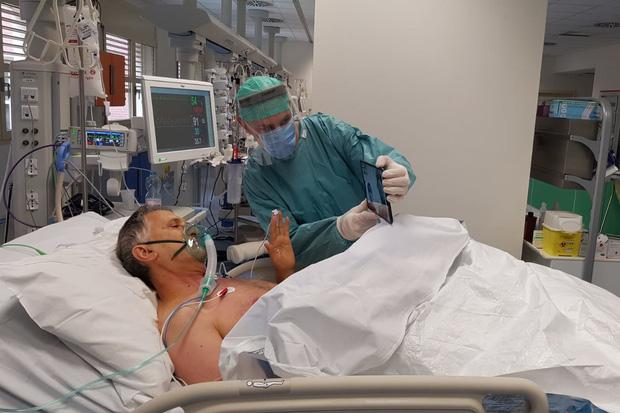 Ám ảnh đến tận cùng: 2 tiếng cuối cùng trước lúc ra đi của một bệnh nhân nhiễm Covid-19, qua lời kể của người sống sót-2