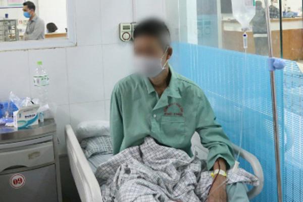 Người đàn ông hoại tử não, mù 2 mắt vì uống cồn sát khuẩn-1