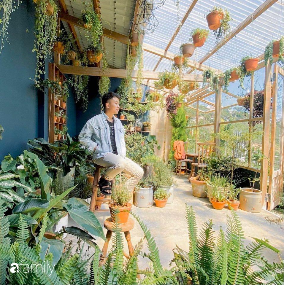 Nghỉ ở nhà dài ngày, chàng trai Sài Gòn biến ban công 4m² nhàm chán thành khu vườn xanh mướt đủ loại cây-1