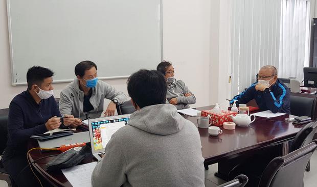 Vì sao HLV Park Hang-seo không bị giảm lương dù doanh thu của cơ quan chủ quản sụt giảm trong mùa dịch?-2