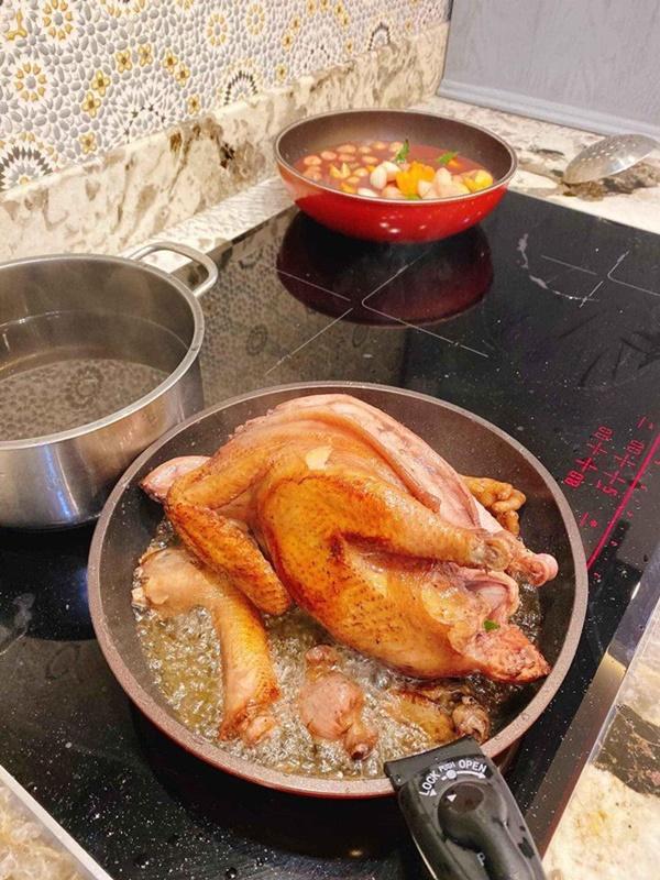 Đổi món mùa dịch, học ngay tuyệt chiêu món gà nghìn like của Thanh Thảo, vợ Đăng Khôi-12