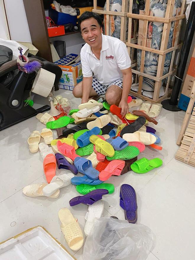 Ốc Thanh Vân sang chơi nhà Quyền Linh, khui được bộ sưu tập cả trăm đôi dép tổ ong huyền thoại-1