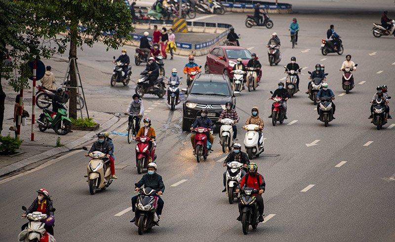 Đường phố Hà Nội nhộn nhịp trở lại trong thời gian cách ly xã hội-2