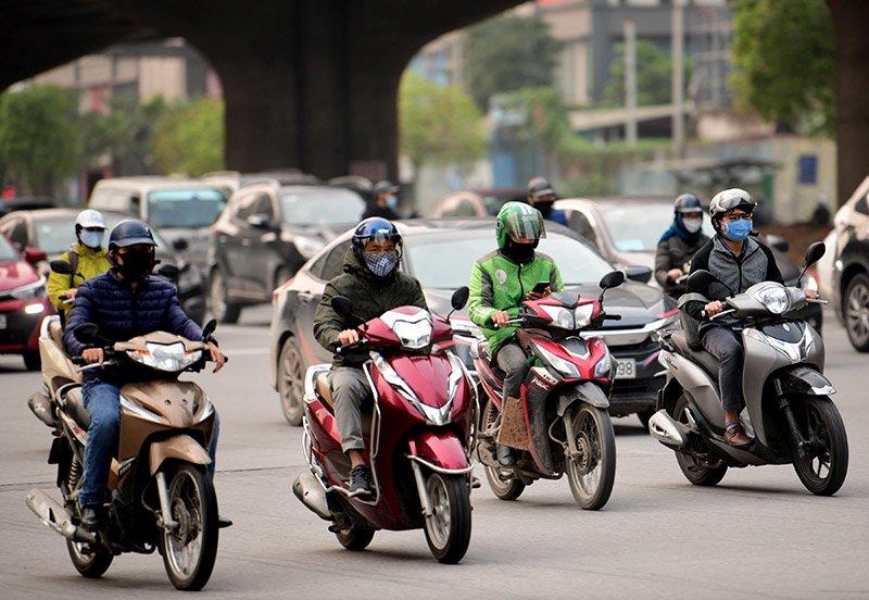 Đường phố Hà Nội nhộn nhịp trở lại trong thời gian cách ly xã hội-5