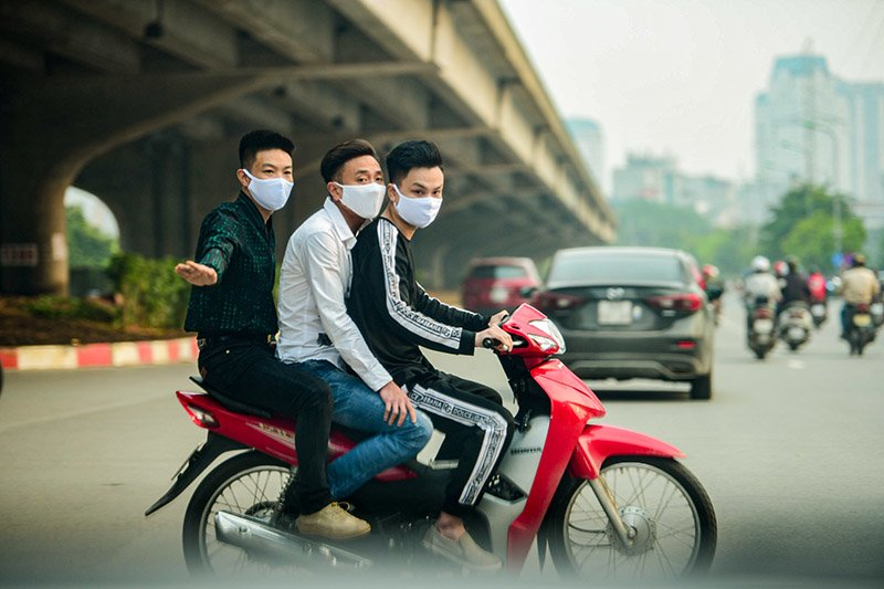 Đường phố Hà Nội nhộn nhịp trở lại trong thời gian cách ly xã hội-6