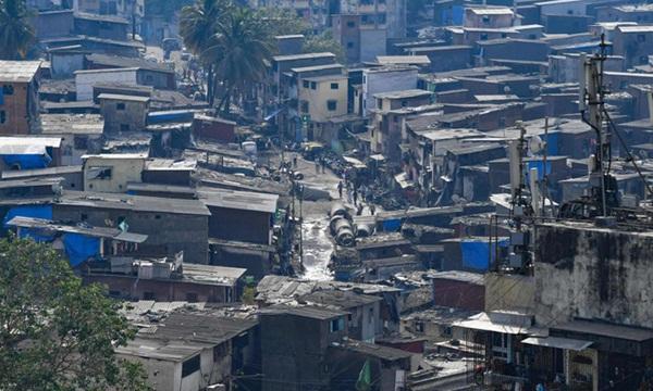 Quả bom hẹn giờ khiến Ấn Độ có nguy cơ vỡ trận vì Covid-19: Khu ổ chuột lớn nhất châu Á với hơn 1 triệu dân, 80 người phải chung nhau một nhà vệ sinh-1