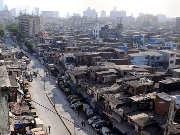 Quả bom hẹn giờ khiến Ấn Độ có nguy cơ vỡ trận vì Covid-19: Khu ổ chuột lớn nhất châu Á với hơn 1 triệu dân, 80 người phải chung nhau một nhà vệ sinh-2