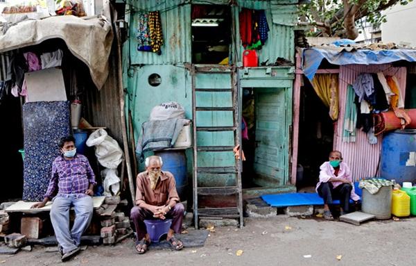 Quả bom hẹn giờ khiến Ấn Độ có nguy cơ vỡ trận vì Covid-19: Khu ổ chuột lớn nhất châu Á với hơn 1 triệu dân, 80 người phải chung nhau một nhà vệ sinh-3