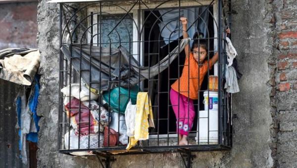 Quả bom hẹn giờ khiến Ấn Độ có nguy cơ vỡ trận vì Covid-19: Khu ổ chuột lớn nhất châu Á với hơn 1 triệu dân, 80 người phải chung nhau một nhà vệ sinh-4