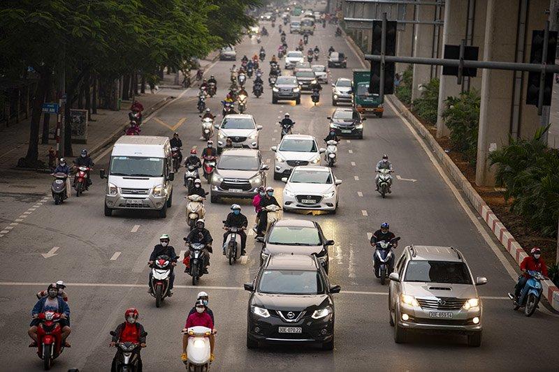 Đường phố Hà Nội nhộn nhịp trở lại trong thời gian cách ly xã hội-12