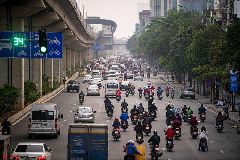 Đường phố Hà Nội nhộn nhịp trở lại trong thời gian cách ly xã hội-13