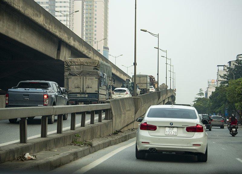 Đường phố Hà Nội nhộn nhịp trở lại trong thời gian cách ly xã hội-14