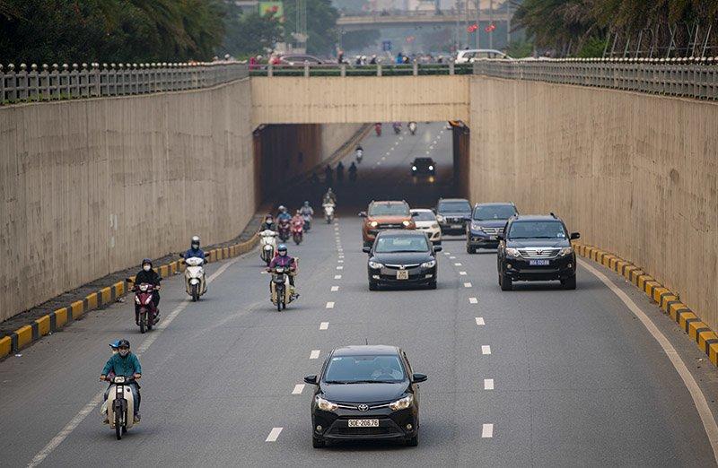 Đường phố Hà Nội nhộn nhịp trở lại trong thời gian cách ly xã hội-15