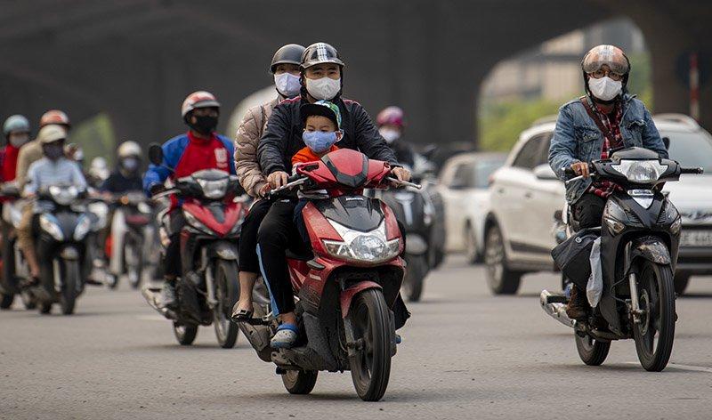 Đường phố Hà Nội nhộn nhịp trở lại trong thời gian cách ly xã hội-7