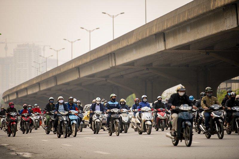 Đường phố Hà Nội nhộn nhịp trở lại trong thời gian cách ly xã hội-8