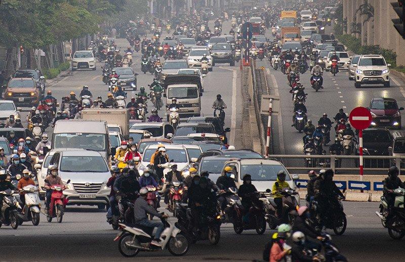 Đường phố Hà Nội nhộn nhịp trở lại trong thời gian cách ly xã hội-9