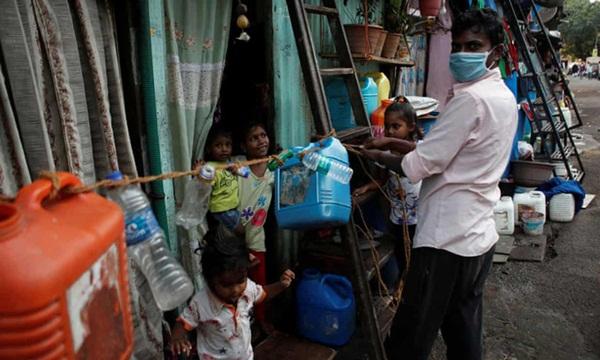 Quả bom hẹn giờ khiến Ấn Độ có nguy cơ vỡ trận vì Covid-19: Khu ổ chuột lớn nhất châu Á với hơn 1 triệu dân, 80 người phải chung nhau một nhà vệ sinh-7