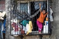 Quả bom hẹn giờ khiến Ấn Độ có nguy cơ 'vỡ trận' vì Covid-19: Khu ổ chuột lớn nhất châu Á với hơn 1 triệu dân, 80 người phải chung nhau một nhà vệ sinh