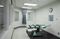 Tử tù còn sống sau 3 lần tiêm thuốc độc sẽ tạm dừng thi hành án