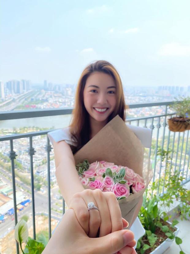 Không còn úp mở, Á hậu Thúy Vân chính thức công khai rõ mặt chồng sắp cưới: Khoảnh khắc tựa vai tình đến phát ghen!-2
