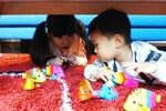 Gợi ý 9 hoạt động chống chán cho các bé ở nhà tránh dịch dài ngày – trò số 6 và 8 cực dễ chơi lại giúp kích thích óc sáng tạo của con