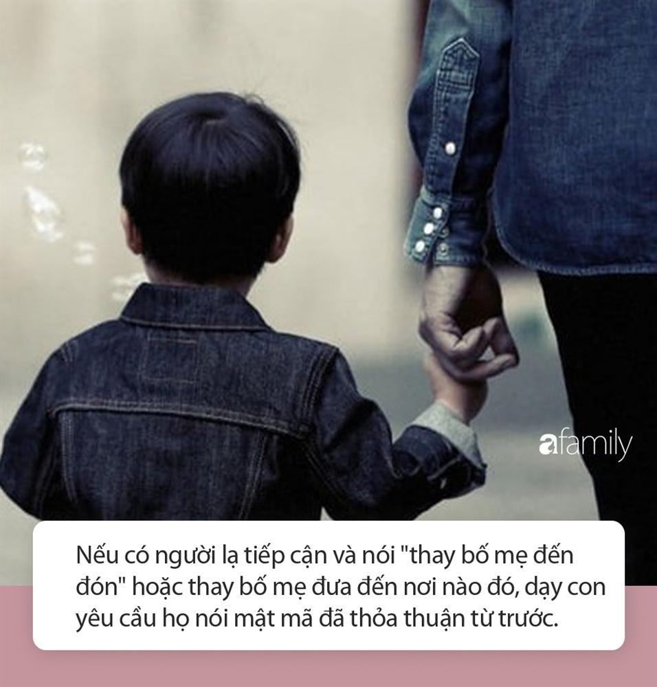 Kẻ lạ mặt nói Bố cháu bận nên chú đến đón hộ, cô bé 6 tuổi nhanh trí hỏi lại 1 câu khiến tên bắt cóc bị vạch trần-3