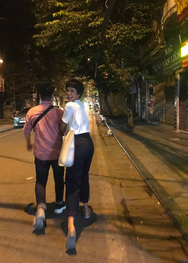 H'Hen Niê: Mẹ đồng ý quan hệ của tôi với bạn trai-4