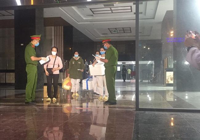 158 nhân viên y tế của Bệnh viện Bạch Mai được về nhà sau 3 lần có kết quả âm tính với Covid-19-2