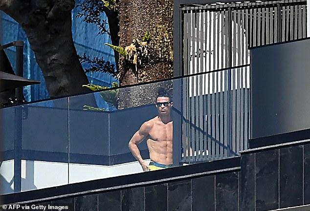 Khám phá căn biệt thự mới, tách biệt hơn với thế giới bên ngoài để tránh dịch của gia đình Ronaldo-7