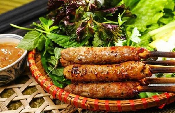 Đổi món cho cả nhà với 4 cách làm nem nướng thơm ngon đậm đà-5