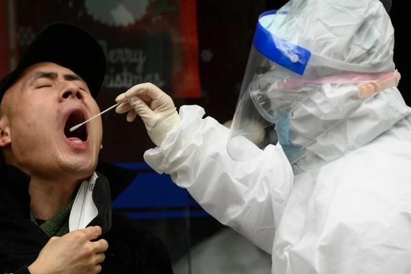 Phát hiện mới về virus corona ở sự nhân bản khác thường tại cổ họng-1
