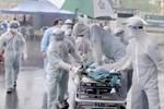 Điều kì diệu tại BV Bạch Mai những ngày cách ly toàn diện: Hàng chục y bác sĩ mặc đồ bảo hộ nỗ lực cứu sống sản phụ bị sốc mất máu, 2 lần ngừng tim