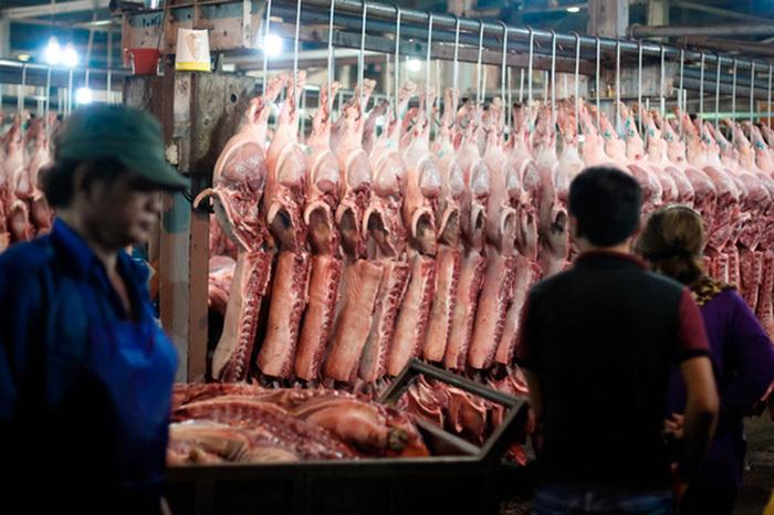 Thịt lợn từ chuồng ra chợ, dân buôn một ngày ăn ngay 3,5 triệu/con-1