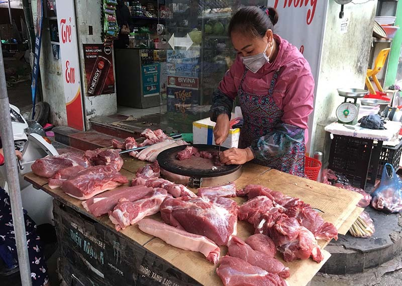 Thịt lợn từ chuồng ra chợ, dân buôn một ngày ăn ngay 3,5 triệu/con-3