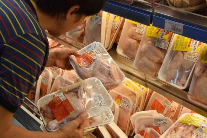 'Sốc' với giá gà rẻ như rau, chỉ 8.000 đồng/kg-1