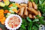 Ăn cơm mãi cũng chán, đổi món bữa tối với bún nem thơm nức giòn rụm thôi!