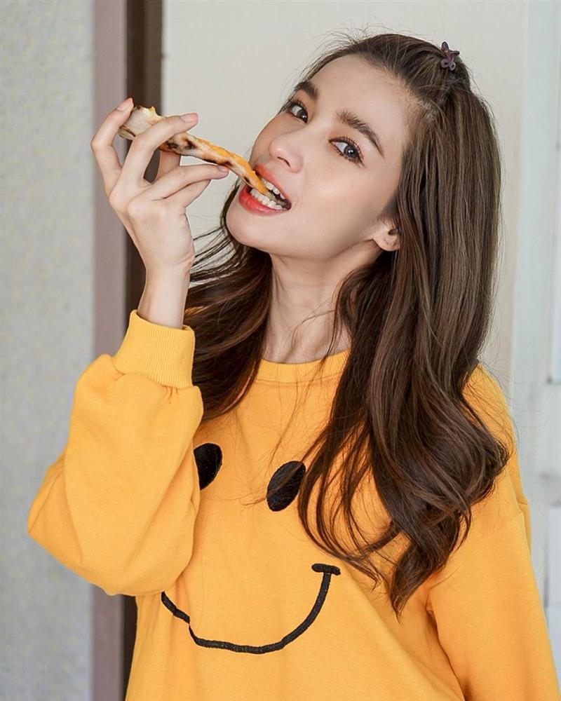 Nhan sắc và style của nữ diễn viên bóc phốt Huyền Baby: Dù cùng tuổi mà đẹp thần sầu, lấn át cả hot mom Việt-4