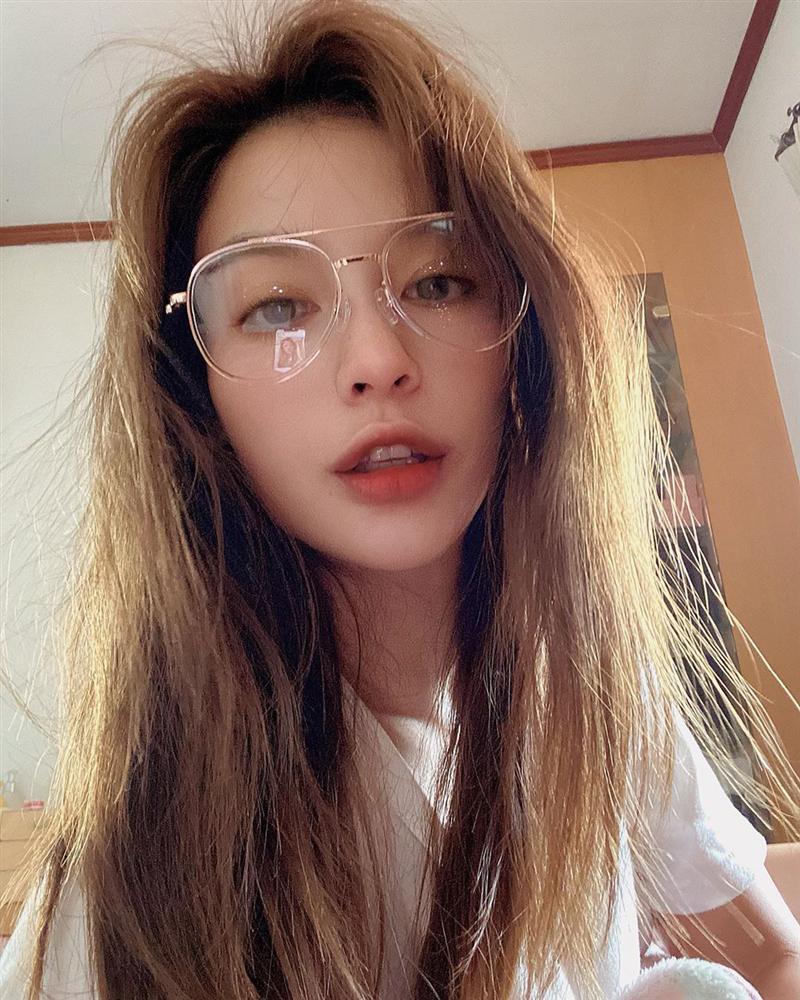 Nhan sắc và style của nữ diễn viên bóc phốt Huyền Baby: Dù cùng tuổi mà đẹp thần sầu, lấn át cả hot mom Việt-5