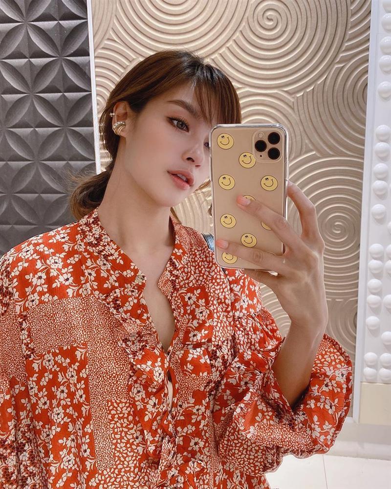 Nhan sắc và style của nữ diễn viên bóc phốt Huyền Baby: Dù cùng tuổi mà đẹp thần sầu, lấn át cả hot mom Việt-7