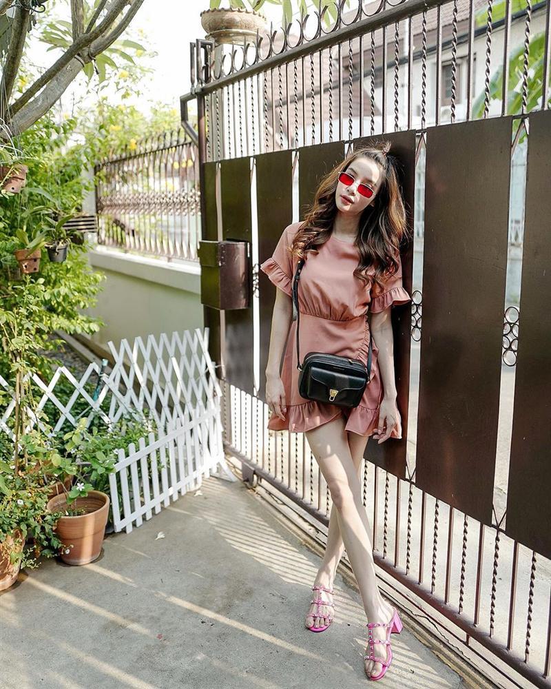 Nhan sắc và style của nữ diễn viên bóc phốt Huyền Baby: Dù cùng tuổi mà đẹp thần sầu, lấn át cả hot mom Việt-9