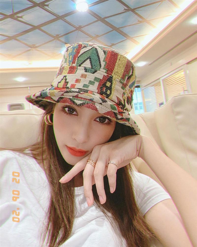 Nhan sắc và style của nữ diễn viên bóc phốt Huyền Baby: Dù cùng tuổi mà đẹp thần sầu, lấn át cả hot mom Việt-15