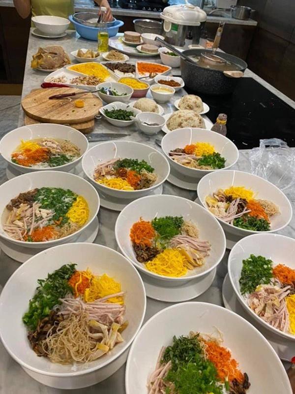 Kín tiếng bao năm, Hoa hậu Nguyễn Thị Huyền giờ chăm khoe tài nấu ăn cho cả đàn con-7
