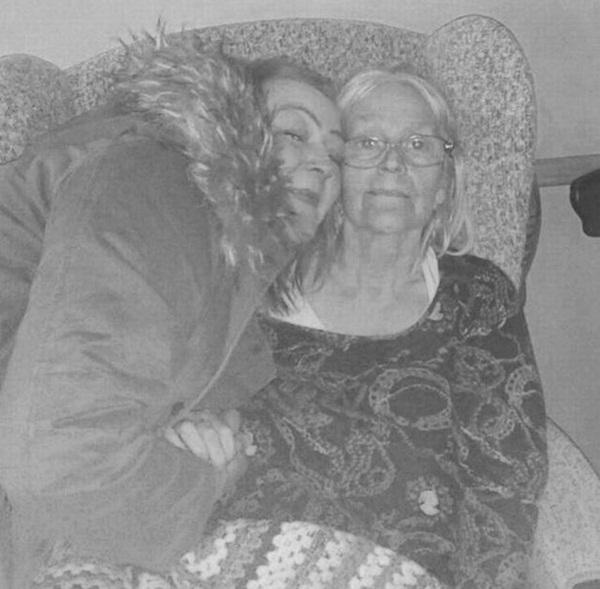 Mẹ qua đời vì nhiễm COVID-19, con gái gục ngã rồi tử vong ngay trong đám tang mẹ-2