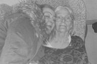 Mẹ qua đời vì nhiễm COVID-19, con gái gục ngã rồi tử vong ngay trong đám tang mẹ