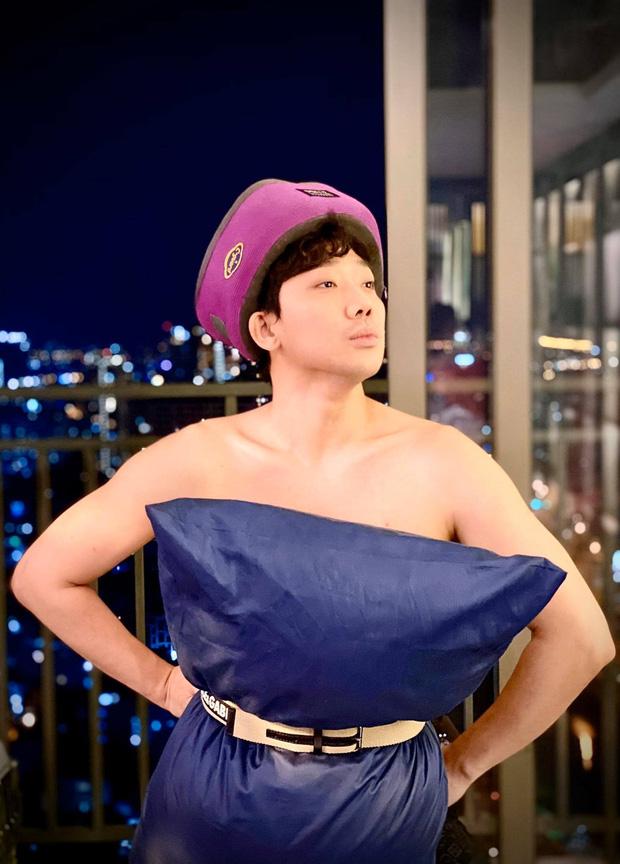 Trấn Thành nhập hội đu trend lấy gối làm váy kém gì mỹ nhân Việt đâu: Thần thái chuẩn fashionista, vai trần đâu ra đấy-1