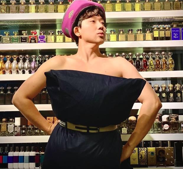 Trấn Thành nhập hội đu trend lấy gối làm váy kém gì mỹ nhân Việt đâu: Thần thái chuẩn fashionista, vai trần đâu ra đấy-2