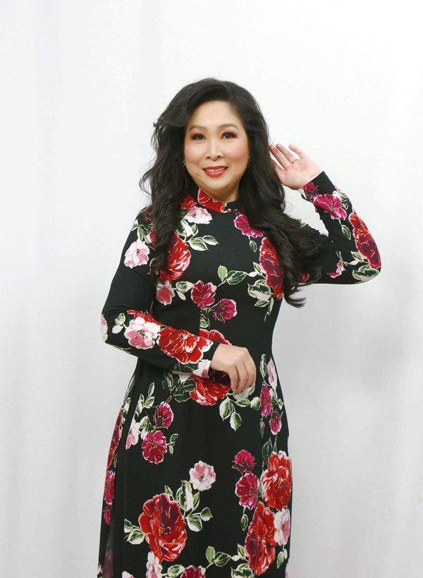 Học hỏi nghệ sĩ Hồng Vân gu thời trang giấu body thừa cân đỉnh nhất Vbiz-2